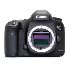 DSLR камера CANON EOS 5D Mark III body